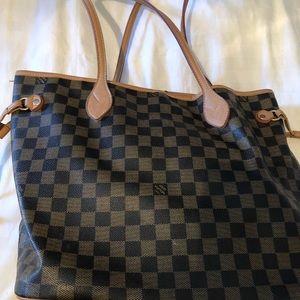 Beautiful bag for this fall season